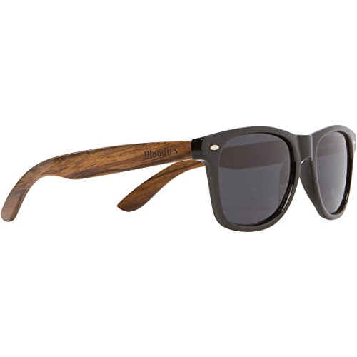 Schwarze Sonnenbrille aus Holz für Damen und Herren von Woodies | Polarisierende Wayfarer Brille mit Bügeln aus Walnuss | Holzbrille mit UV-Schutz | Putztuch, Etui und mehr gratis dazu